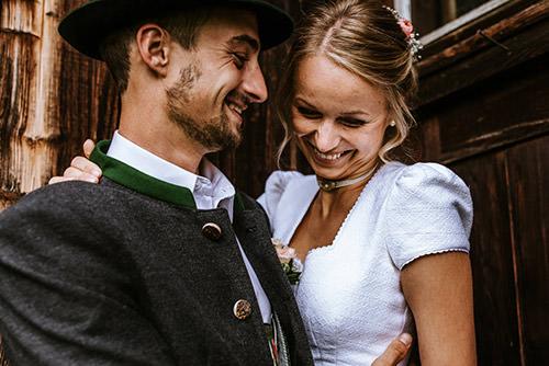 Hochzeitsfotos in Tracht - Bayerische Hochzeit - Traditionell - Standesamt - Heiraten in Tracht und Dirndl